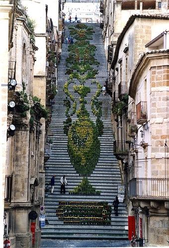 Красивая лестница на Сицилии