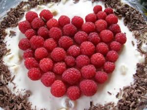 Зефирно-ягодный торт без выпечки