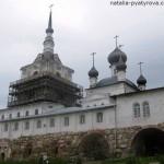 Соловецкий монастырь. Колокольня и Никольская церковь.