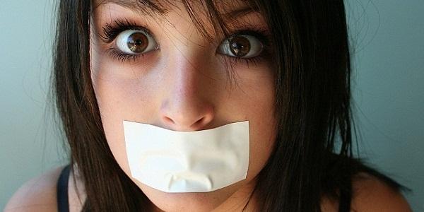 Как устранить неприятный запах изо рта?