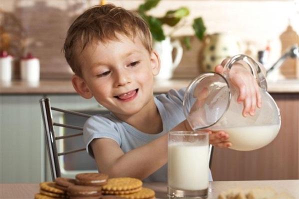 Кому полезно козье молоко?