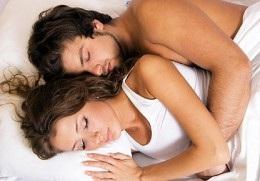 позы, в которых спят пары